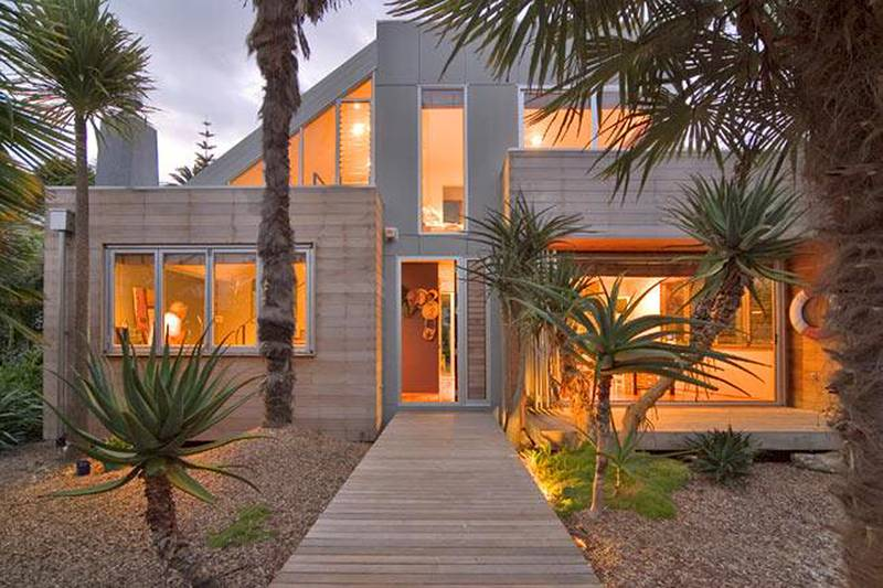 INSPIRED RICHARD PRIEST DESIGNED HOME Picture
