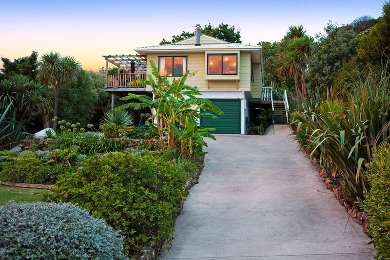 97 queens drive oneroa auckland new zealand 1240 for Immaculate family home