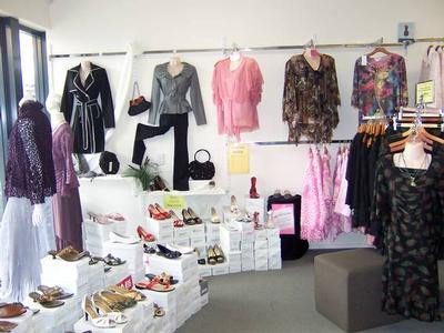 LADIES FASHIONS & ACCESSORIES Picture