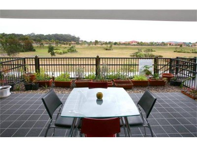 ROBINA/BURLEIGH WATERS LARGE, ULTRA MODERN DESIGNER TOWNHOUSE Picture