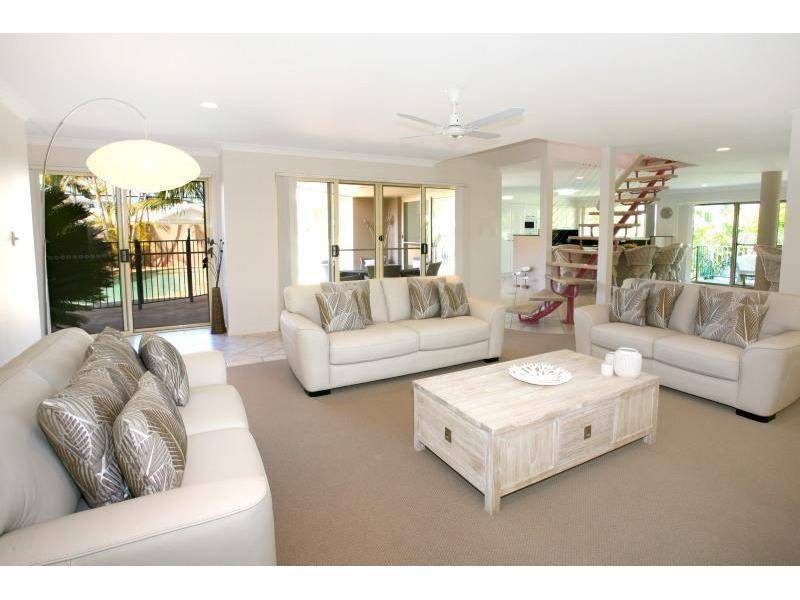 FANTASTIC PROPERTY ON PRIME WATERFRONT Picture 2