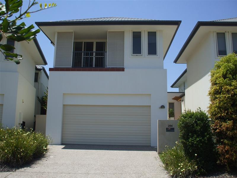 Elevated, Lifestyle Abode in The Glades Robina Picture 2