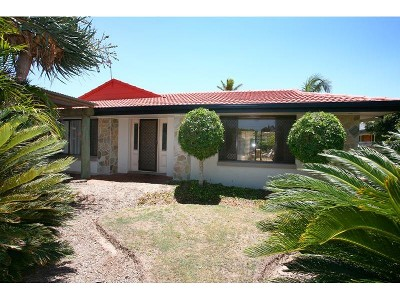 CHEAPEST 4 Bedroom, 2 Bathroom home in Broadbeach Picture