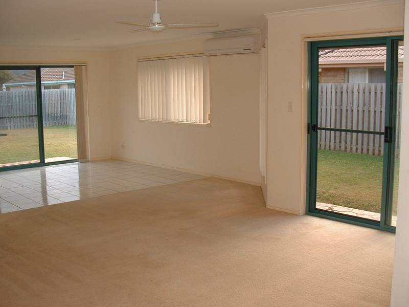 GREAT FAMILY HOME WITH AIR CON ..... outside pet considered Picture 3