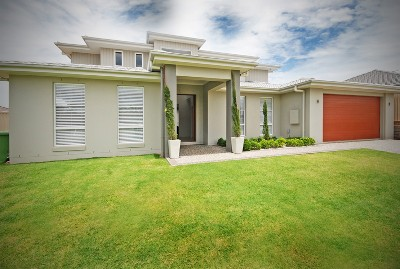 Stunning New Ex Prize Home - Bayviews Quiet Street Picture