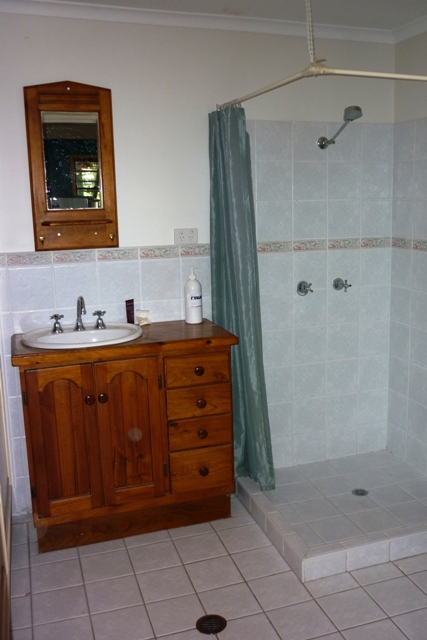 AFFORDABLE STUDIO FLAT IN THE HEART OF NAMBOUR Picture 2