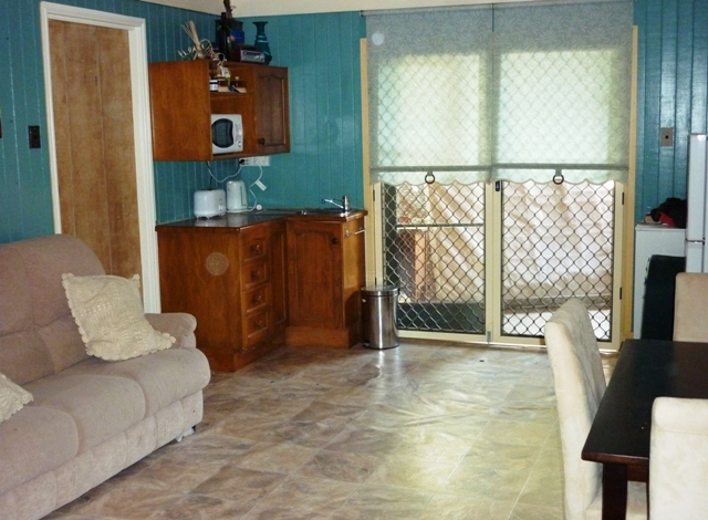 AFFORDABLE STUDIO FLAT IN THE HEART OF NAMBOUR Picture 1