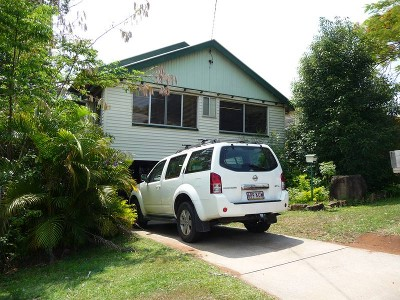 COMMERCIAL OPPORTUNITY IN NAMBOUR CENTRAL ZONING Picture