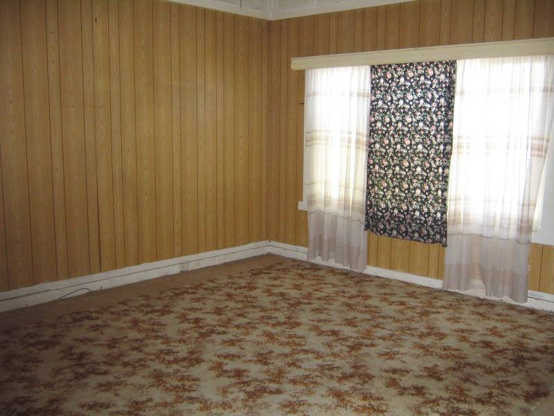 Available 1st April Rare opportunity Clarence Town Picture 3