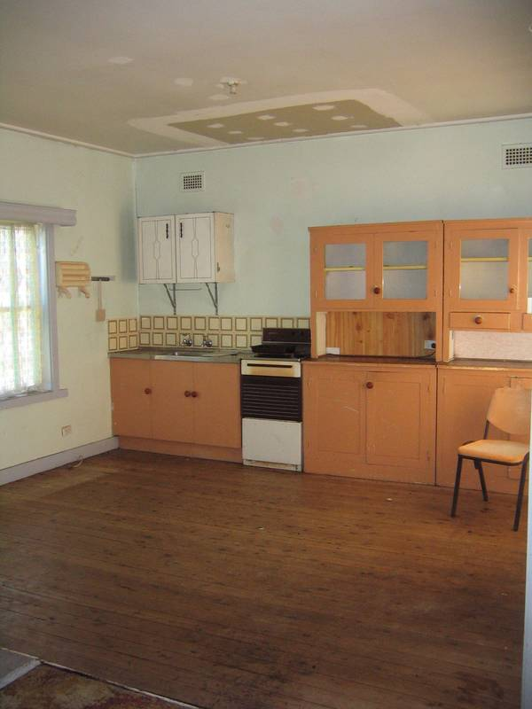 Available 1st April Rare opportunity Clarence Town Picture 2