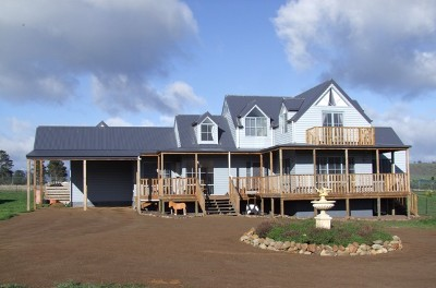 PRICED REVISED - THE ULTIMATE FAMILY HOME ON AN ACREAGE Picture