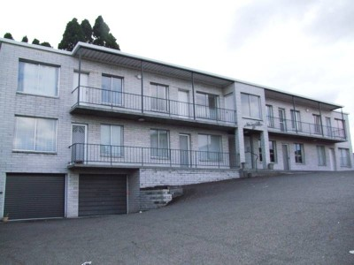CENTRAL APARTMENT WITH GARAGE AND STORAGE! Picture