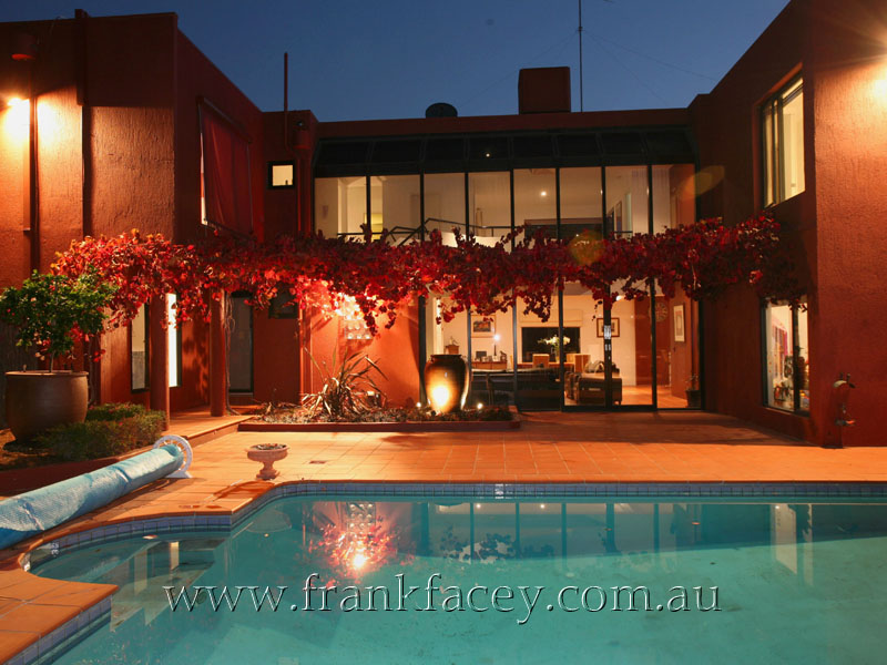 OUTSTANDING CONTEMPORARY - 1 ACRE & POOL Picture 1