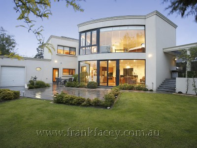 BERJON RISE - A UNIQUE CONTEMPORARY STYLE HOME WITH OUTSTANDING APPOINTMENTS Picture