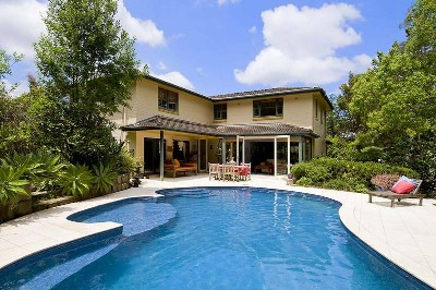 LARGE FAMILY HOME - BEAUTIFUL SETTING! Picture