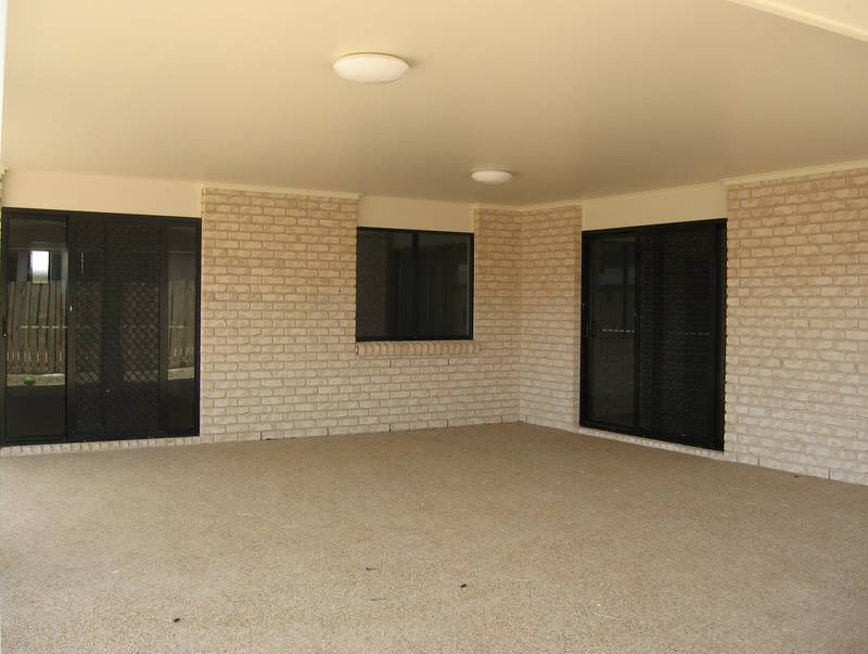 Modern 4 Bedroom Lowset Brick Picture 2