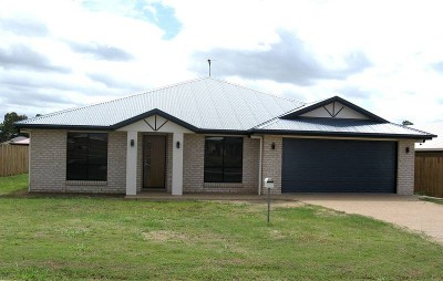 Modern 4 Bedroom Lowset Brick Picture