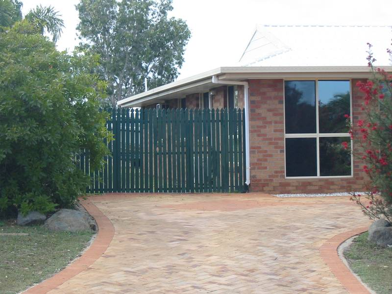 5 Bedroom Family Home ~ 4 Bay Shed Picture 3