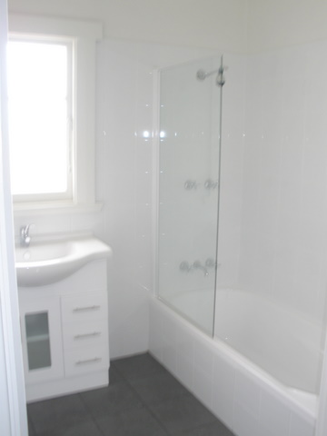 COMPLETELY RENOVATED 3 BEDROOM HOME Picture 2