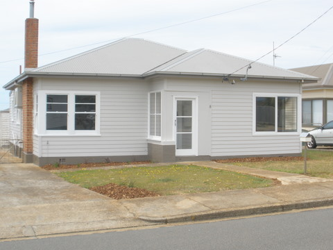 COMPLETELY RENOVATED 3 BEDROOM HOME Picture 1