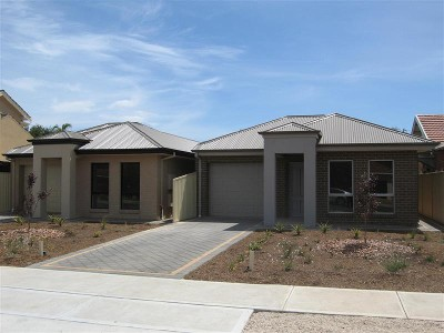 Two Freestanding Luxury New Courtyard Homes Picture