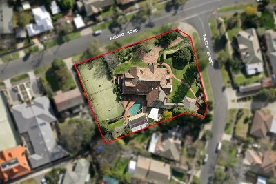 CORNER LOCATION - Approx. 3061m2 GRACE,SPACE & HISTORY offer Residential
