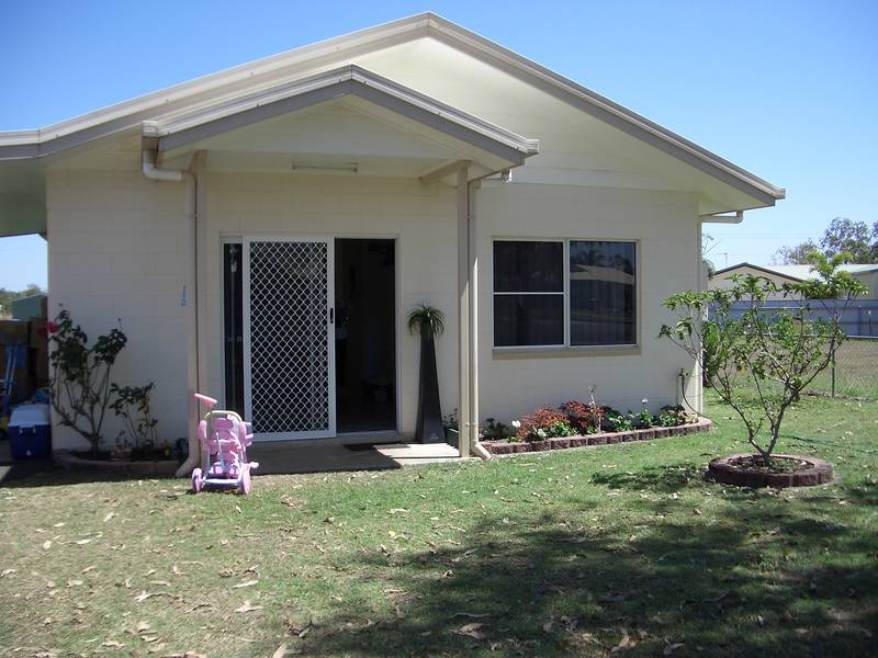3 BEDROOM BLOCK HOME- GREAT LOCATION Picture 1