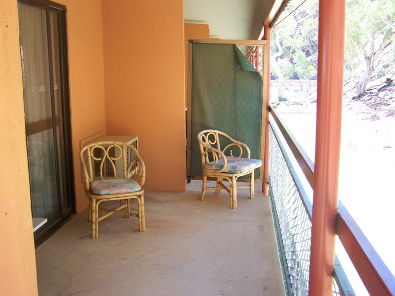 HEAVITREE GAP FURNISHED APARTMENT Picture 3
