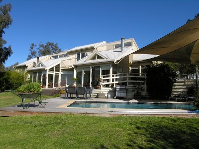 SPECTACULAR HOME WITH A GROWING INCOME! Picture
