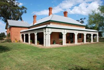 Mud Brick Homestead - 25 Acres Picture